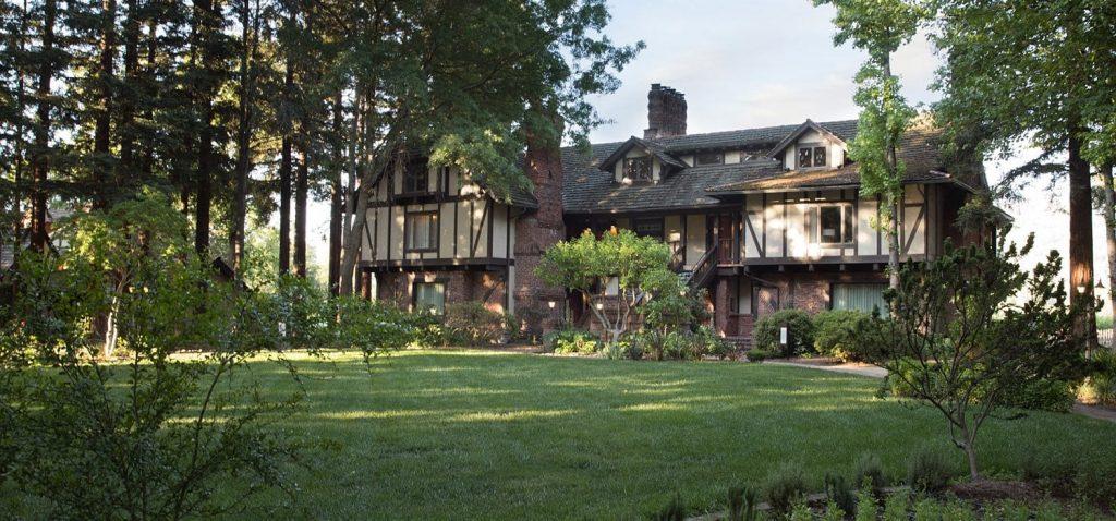 harvest inn wedding manor house lawn